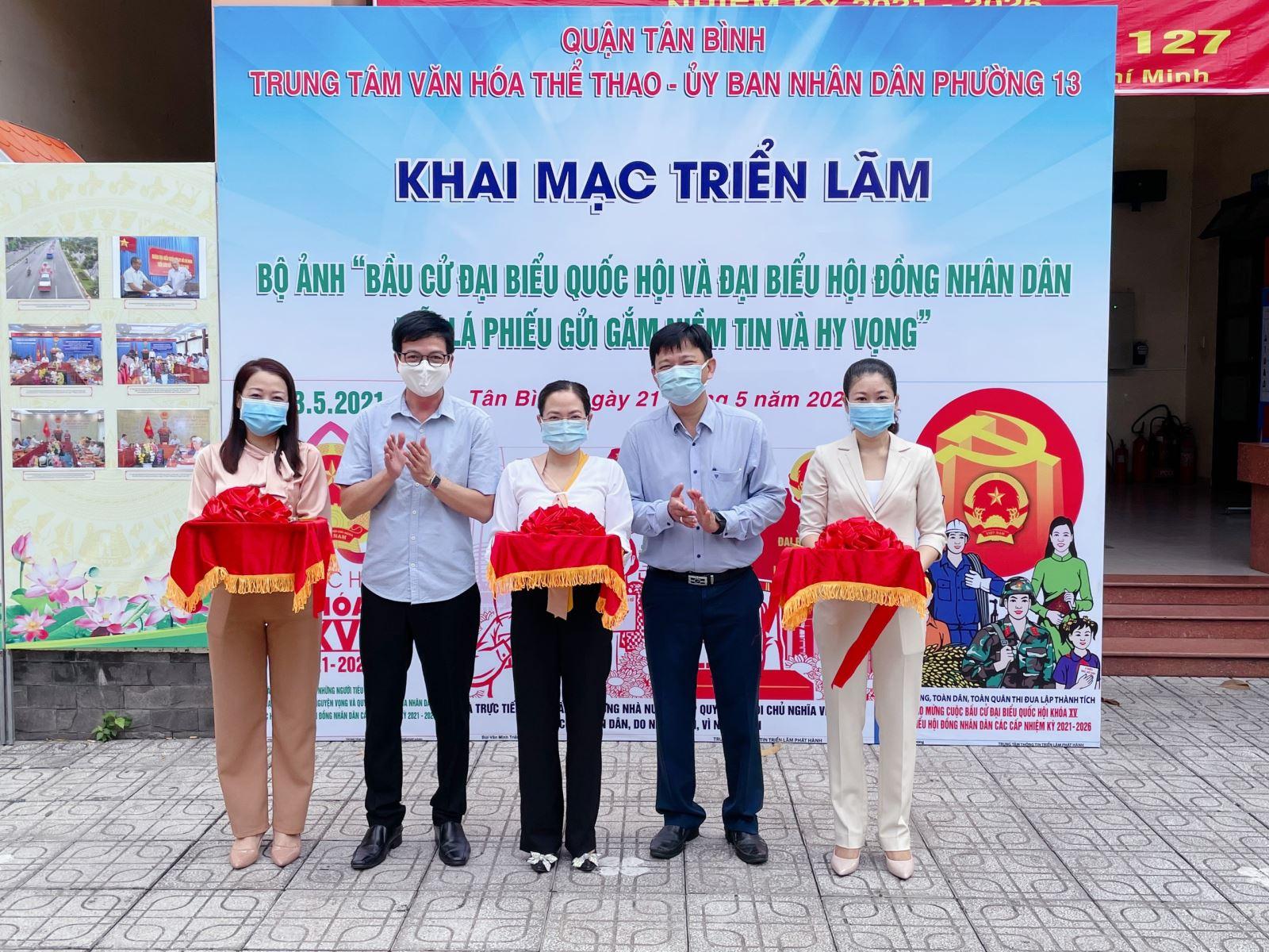 Phối hợp UBND Phường 13 tổ chức Khai mạc Triển lãm Bộ ảnh tuyên truyền Bầu cử