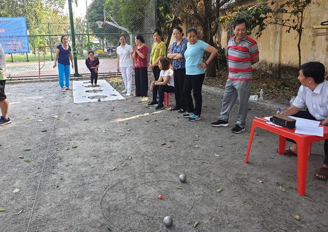 Phường 4: Tổ chức giải Petanque.