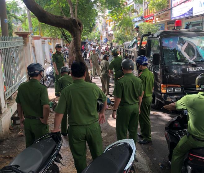 Phường 14: Ra quân lập lại trật tự lòng lề đường trên địa bàn phường.