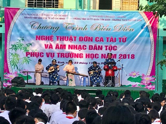 TT. VH-TT Q.TB: Chương trình biểu diễn nghệ thuật đờn ca tài tử và âm nhạc dân tộc