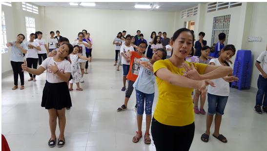 Lớp tập huấn kỹ năng cơ bản múa truyền thống Khmer Nam Bộ năm 2018