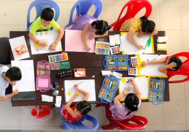 Trẻ mầm non trổ tài họa sĩ