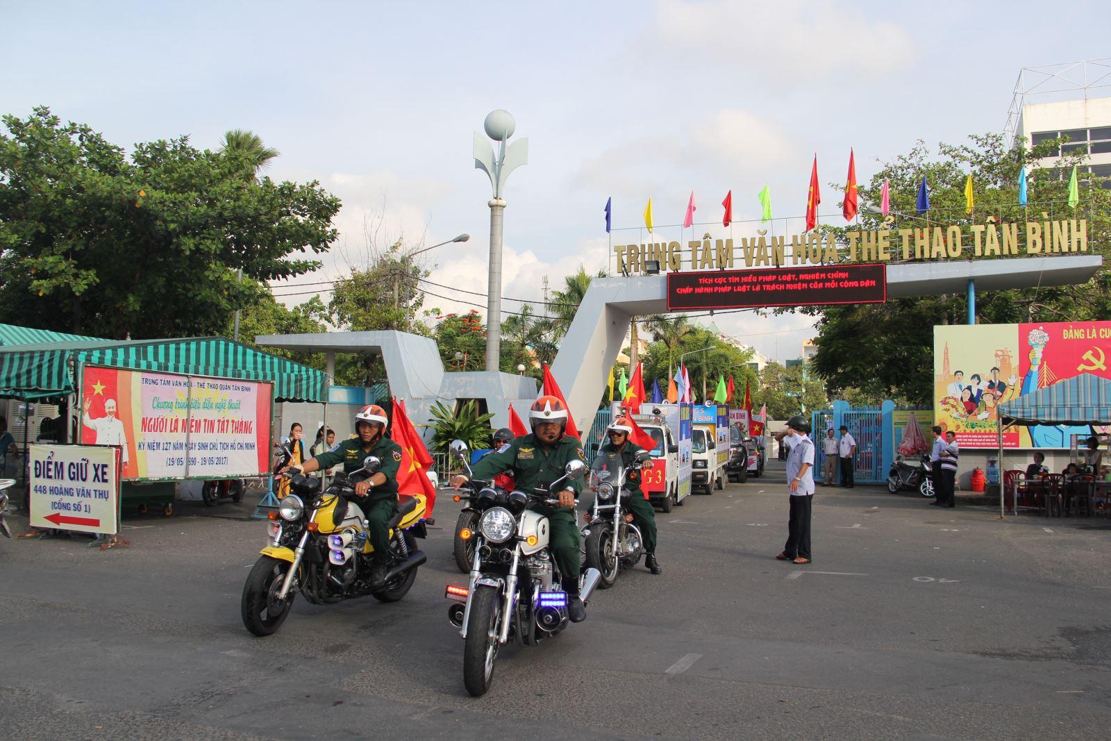 Ra quân tuyên truyền trật tự an toàn giao thông, vệ sinh môi trường tại quận Tân Bình