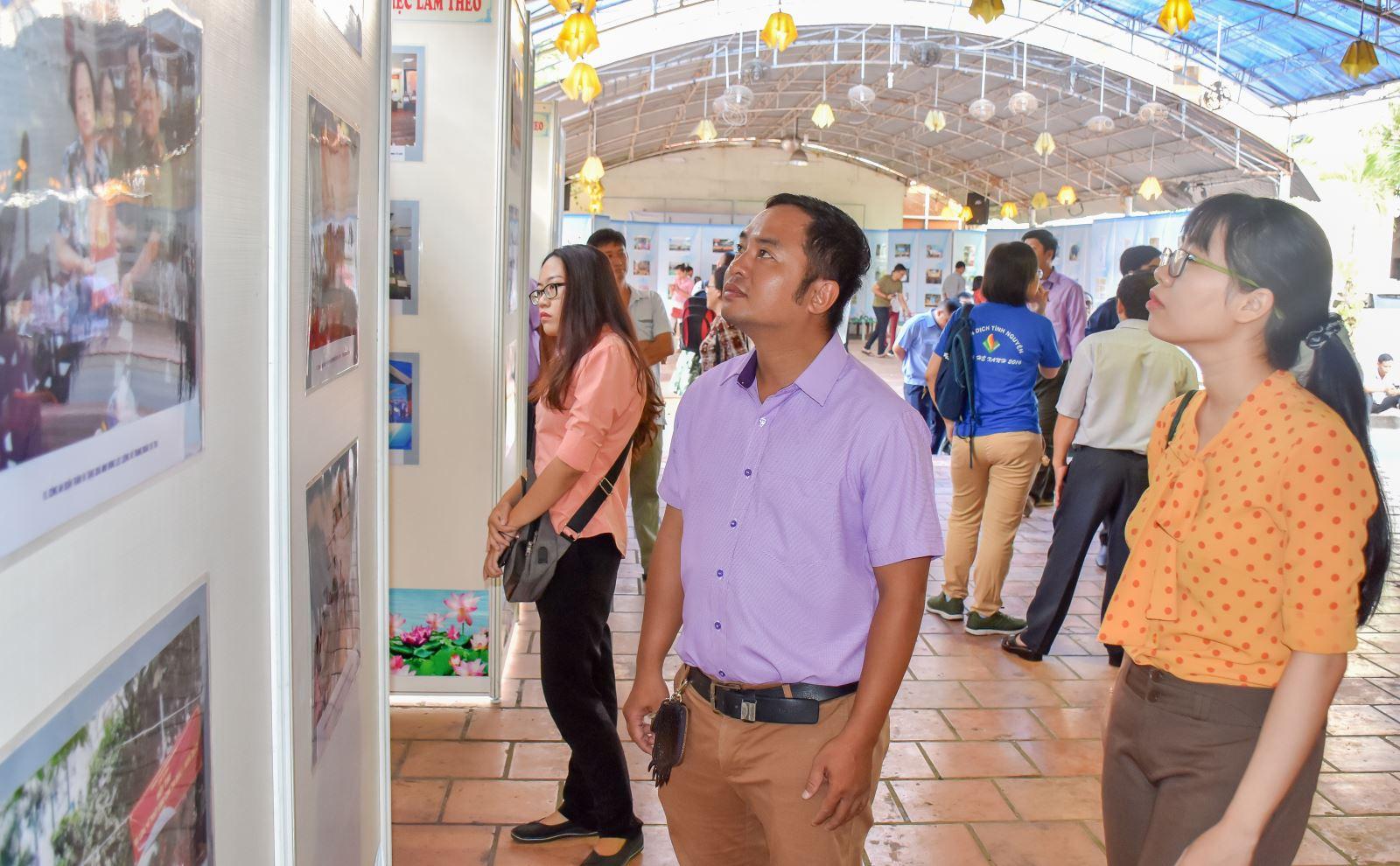 Quận Tân Bình triển lãm 250 ảnh màu, đen trắng  chào mừng các ngày lễ lớn.