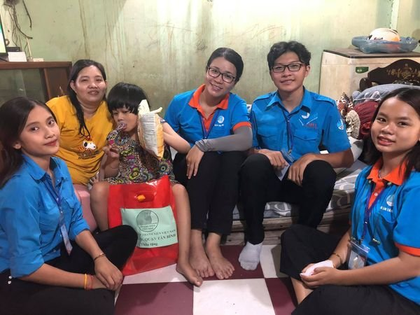 Phường 10: Tổ chức thăm hỏi và tặng quà các bạn thanh thiếu nhi khuyết tật trên địa bàn phường